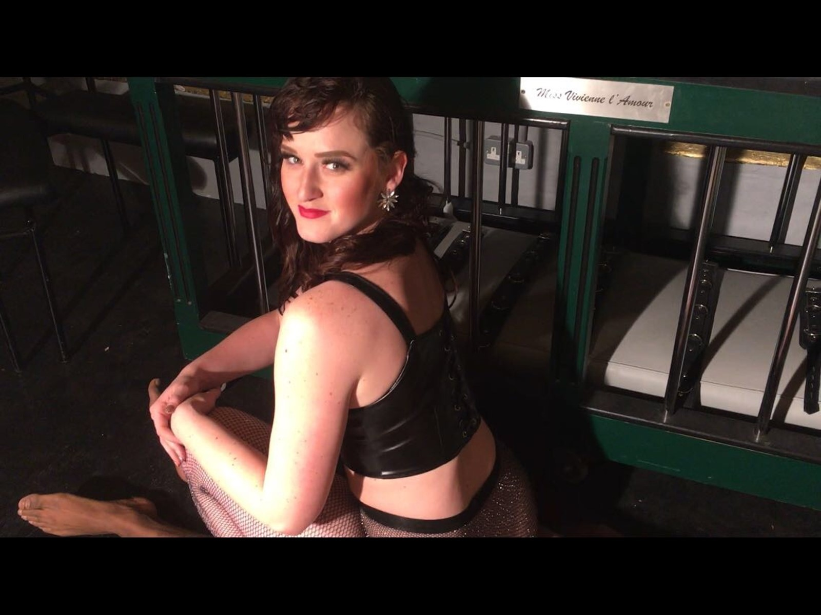 squashing breathily facesitting Queening Mistress Vivienne lAmour